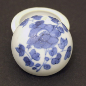 A Small Vung Tau Porcelain Box and Cover Kangxi c.1690 - 1700.