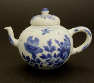 A Vung Tau Porcelain Vase and Cover Kangxi c.1690 - 1700.