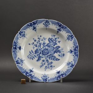 An 18th Century Chinese Export Porcelain Plate Copying Worcester Porcelain - Robert McPherson Antiques - 25201