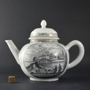 An 18th Century Dutch Decorated Chinese Export Porcelain Teapot - Robert McPherson Antiques - 25283