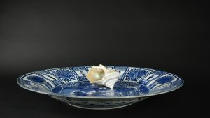 A Very Large 17th Century Japanese Porcelain Dish in the Kraak Style - Robert McPherson Antiques - 25766